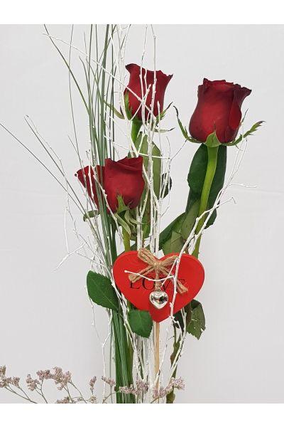 3 rosas rojas con jarron